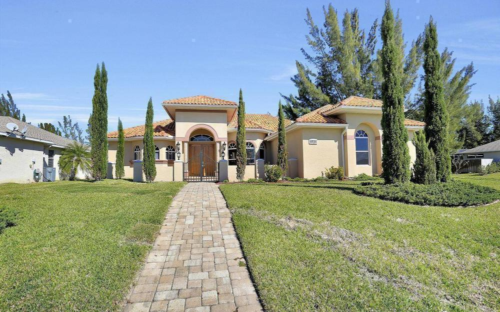 1721 SW 29th Ter, Cape Coral - House For Sale 254118826