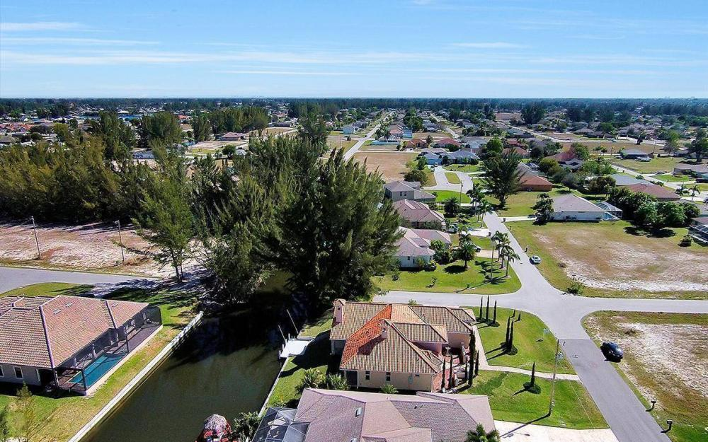 1721 SW 29th Ter, Cape Coral - House For Sale 216178933