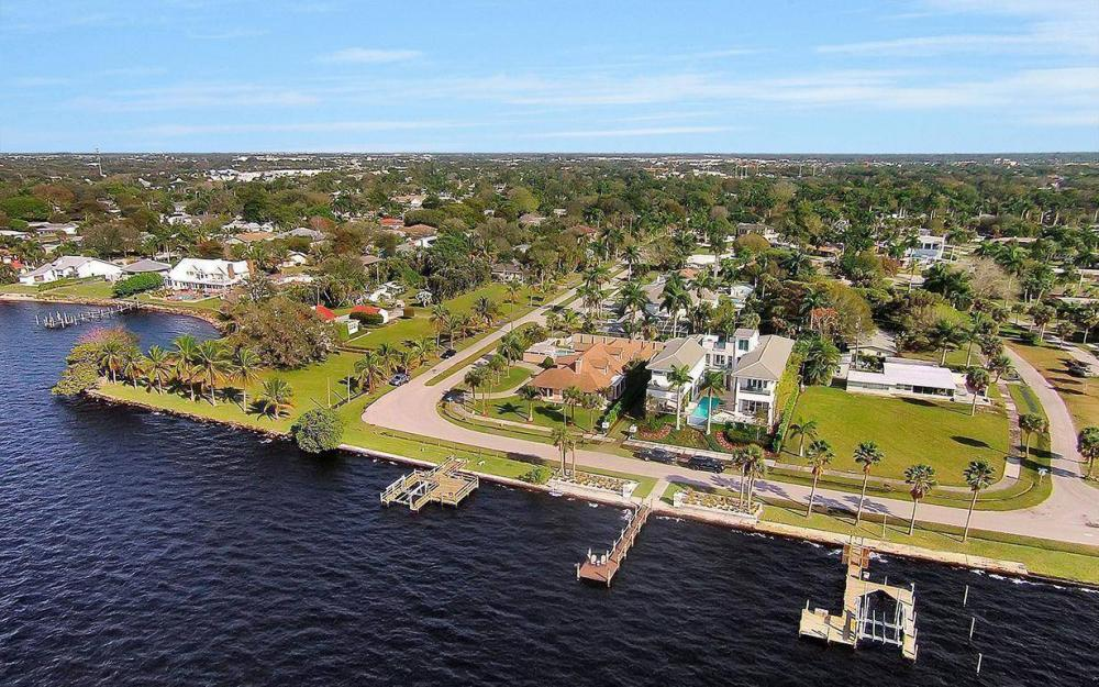 1202 Twin Palm Dr, Fort Myers - House For Sale 701051105