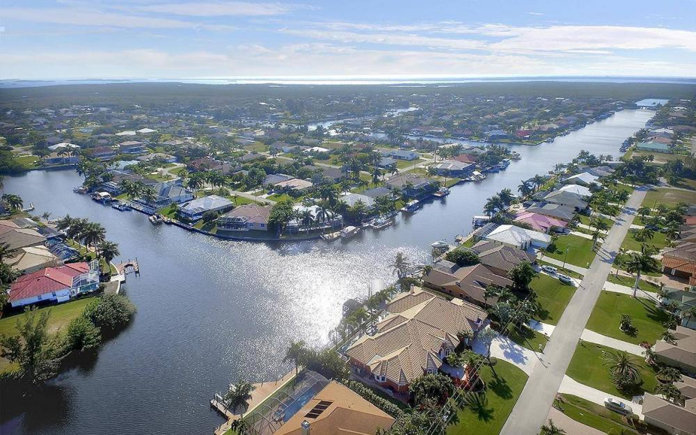 2228 SW 51st St, Cape Coral - House For Sale 2080577639