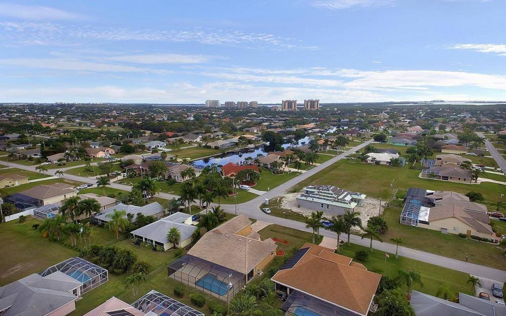 1905 SW 51st Ter, Cape Coral - House For Sale 1232929312