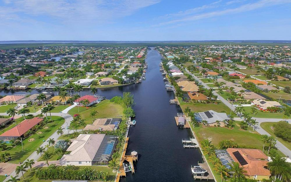 2213 SW 52nd St, Cape Coral - House For Sale 247648554