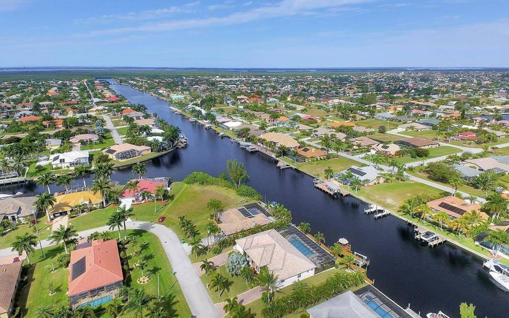 2213 SW 52nd St, Cape Coral - House For Sale 82291205
