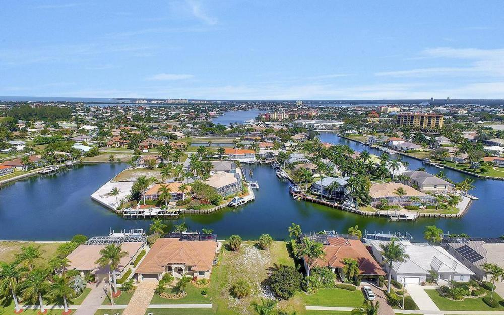 798 Caribbean Ct, Marco Island - Lot For Sale 1083569788