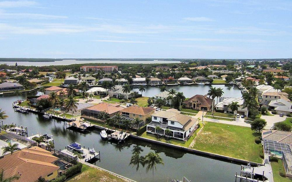 1812 Maywood Ct, Marco Island - House For Sale 23862896