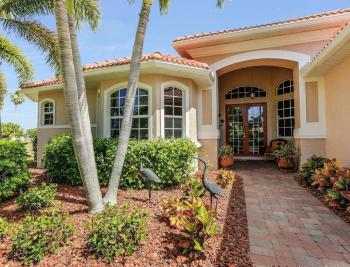 1903 Lagoon Ln, Cape Coral - House For Sale 2122402330