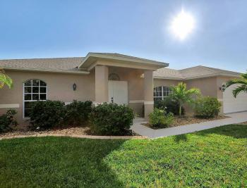 912 Mohawk Pkwy, Cape Coral - House For Sale 2049983552