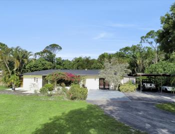 87 East Ave, Naples - Home For Sale 88876524