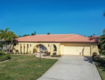 425 Coral Dr, Cape Coral - Home For Sale 1493002137