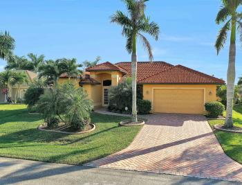 2400 SW 39th Ter, Cape Coral - Home For Sale 1891333232
