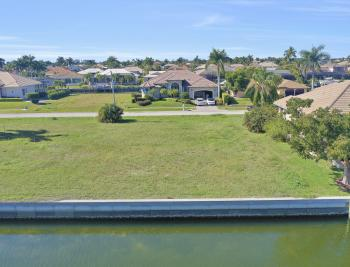 135 Gulfport Ct, Marco Island - Lot For Sale 611745887